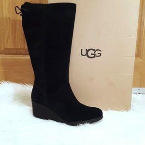 Size 8 NWT UGG Black Dawna Waterproof Boots